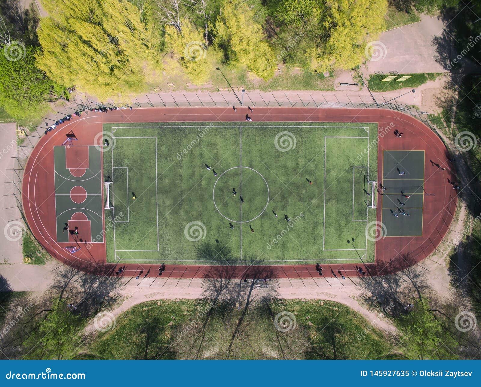 Campo di calcio reale - cima gi? la vista aerea