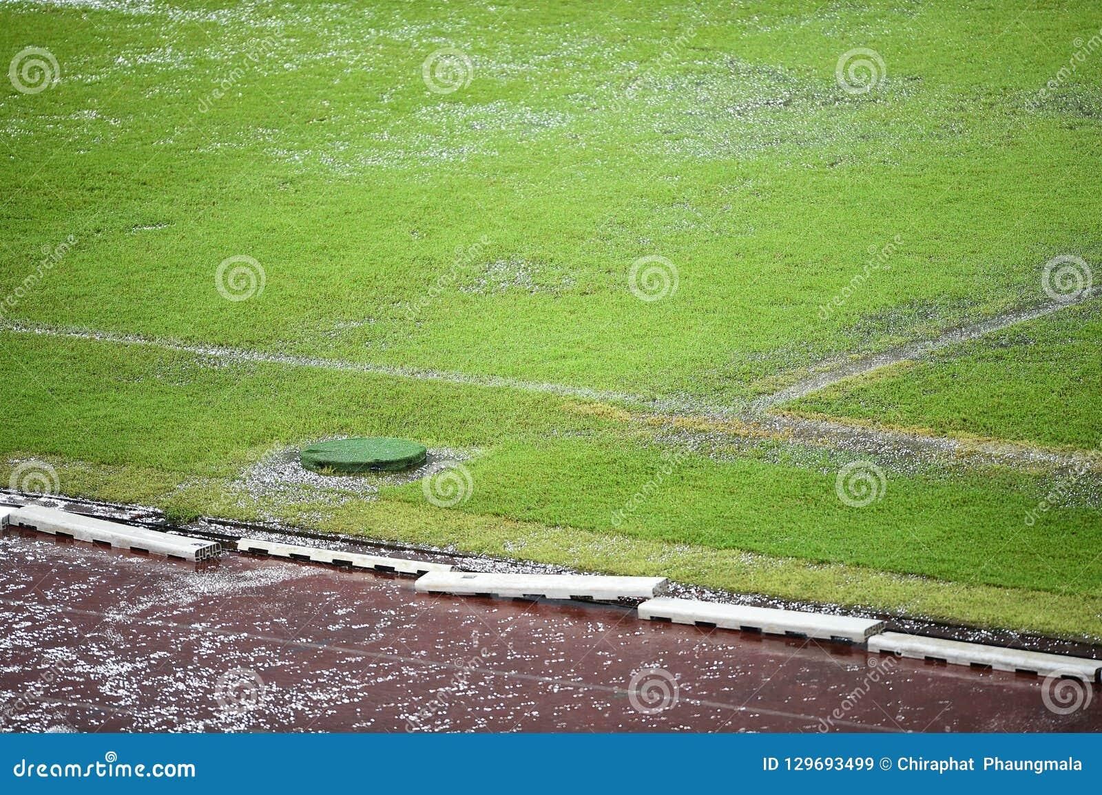 Campo di football americano sommerso