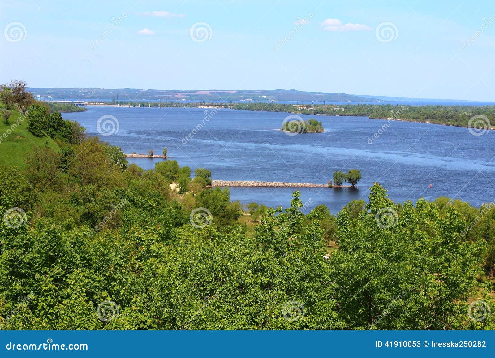 Campo hermoso y el río Dnepr