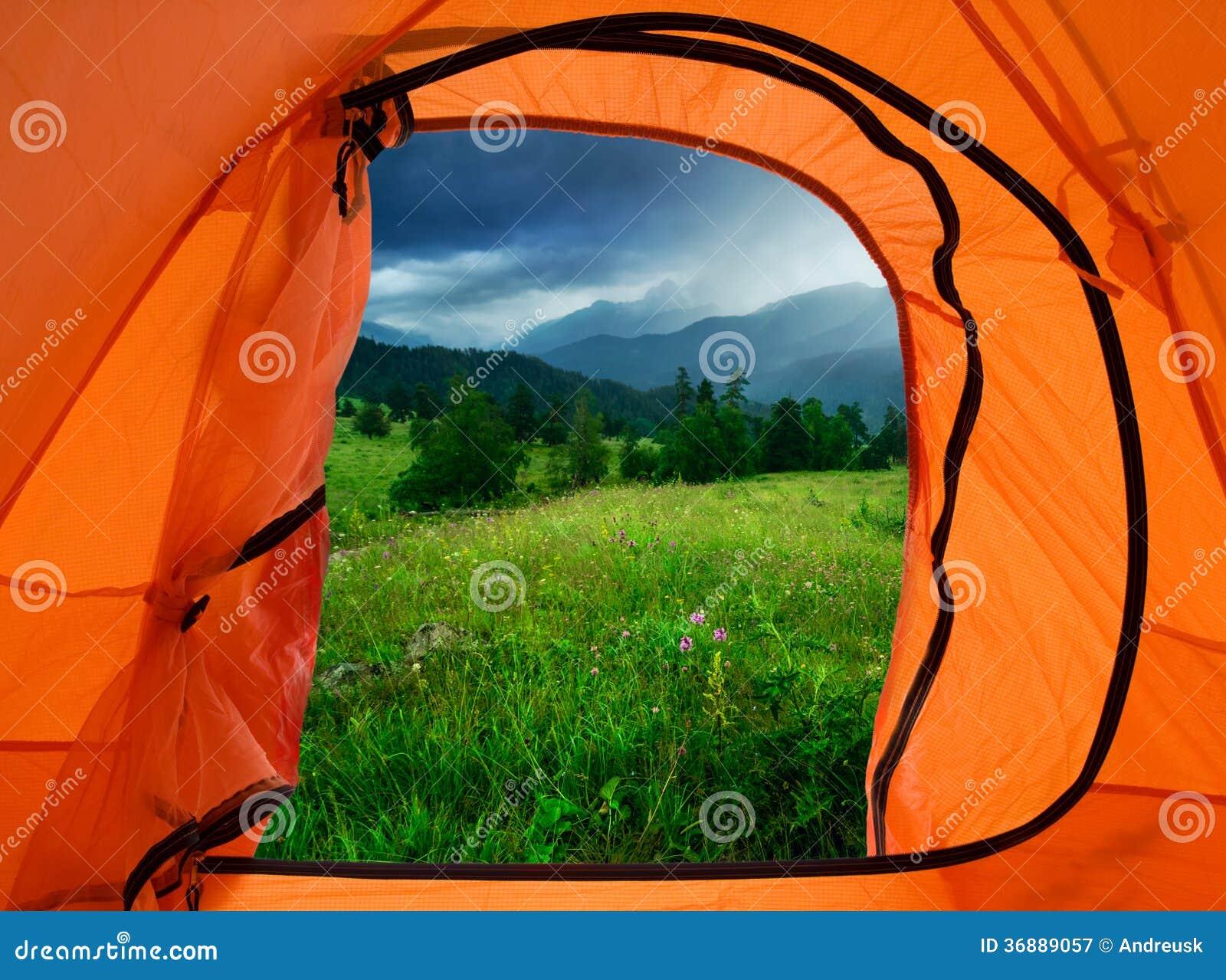 Download Campo in montagne immagine stock. Immagine di turismo - 36889057