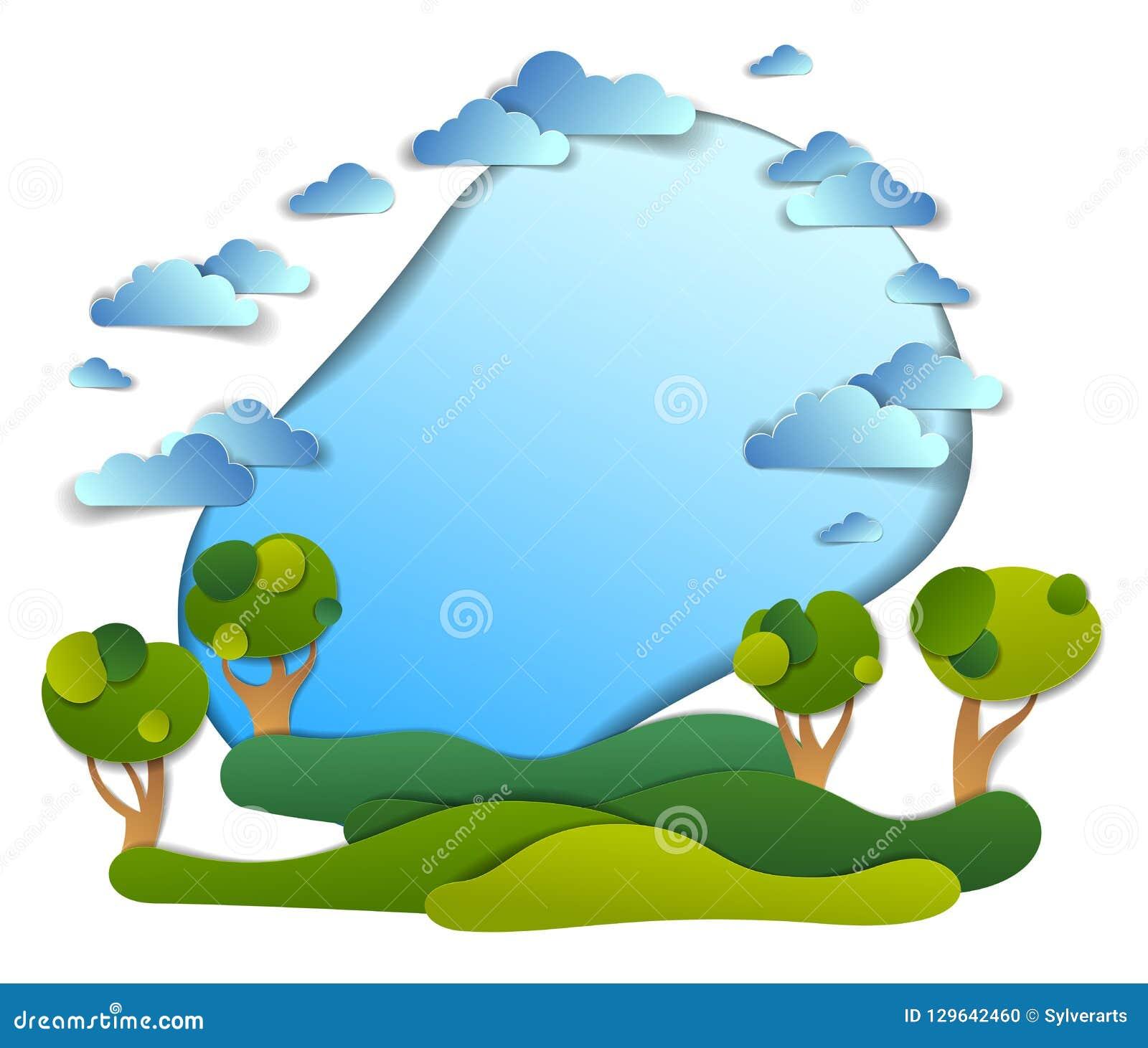 Campos verdes y paisaje escénico de los árboles del verano con las nubes adentro