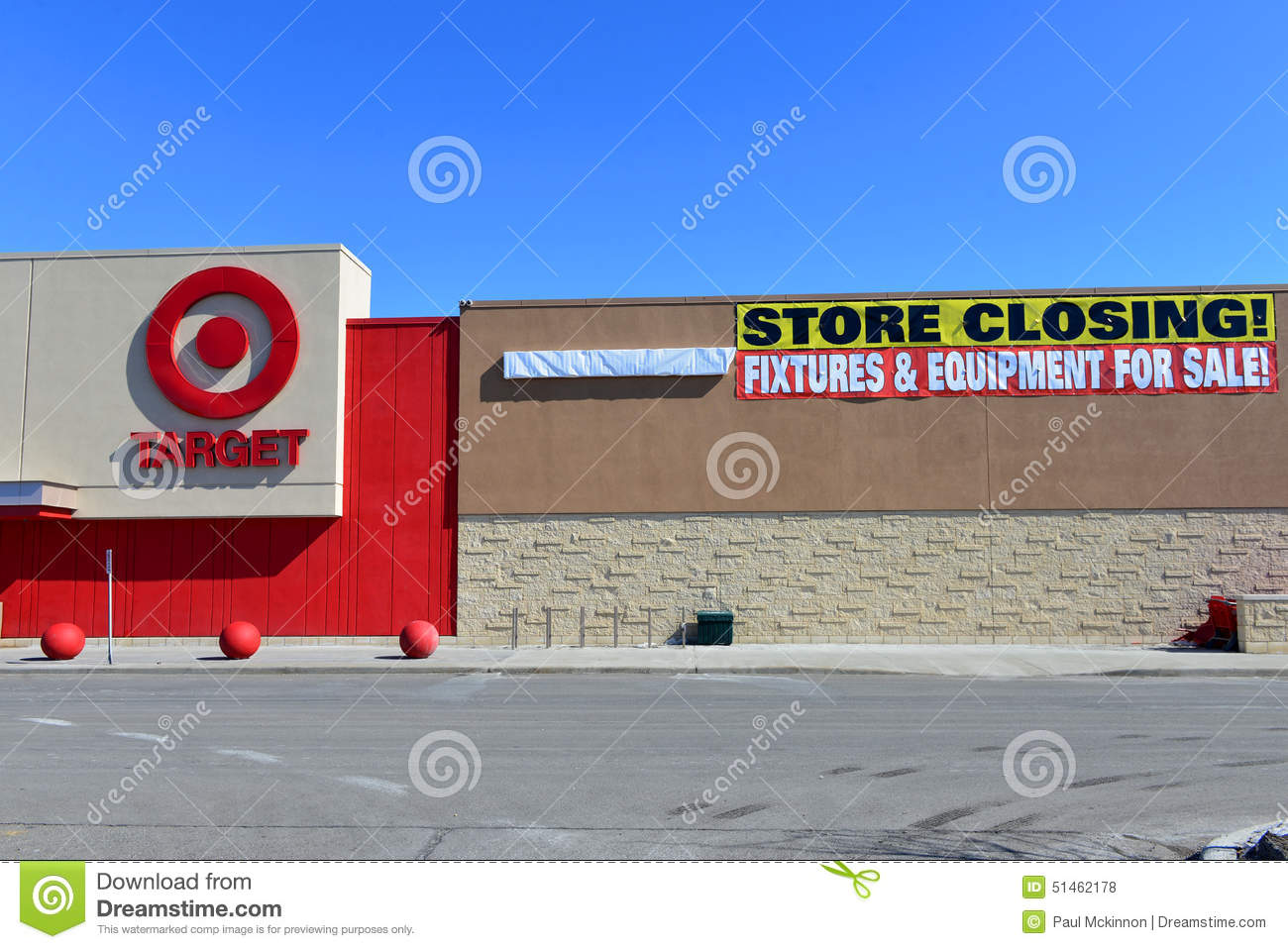 Canadian Target Store With Closing Sign Editorial Stock ...