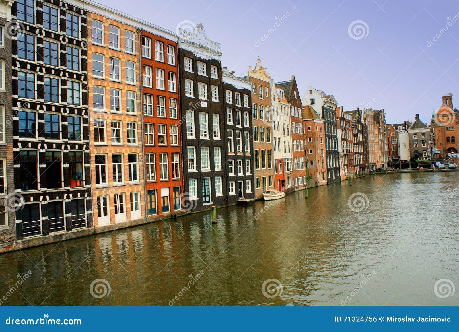 Canais da água em Amsterdão, Países Baixos