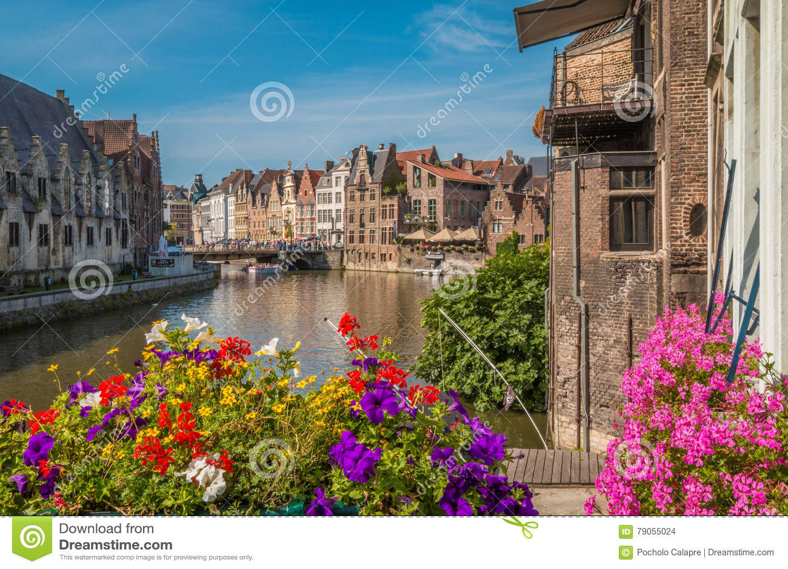 Canais de Ghent em Bélgica