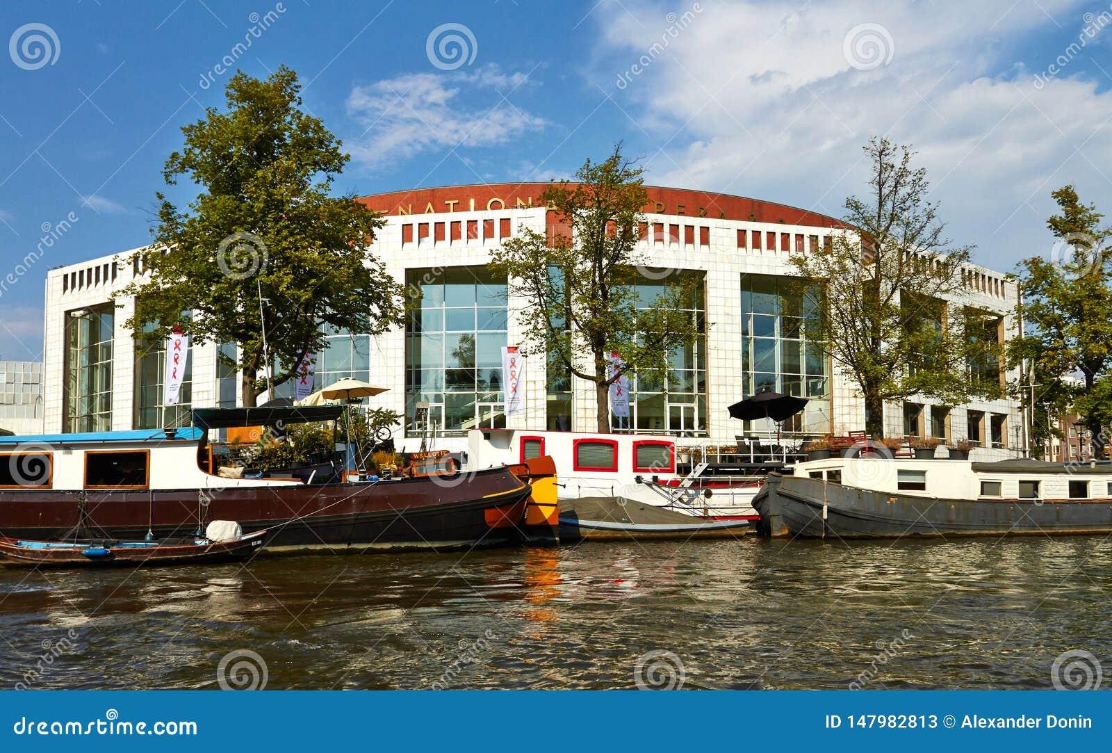 Canais e barcos de Amsterd?o