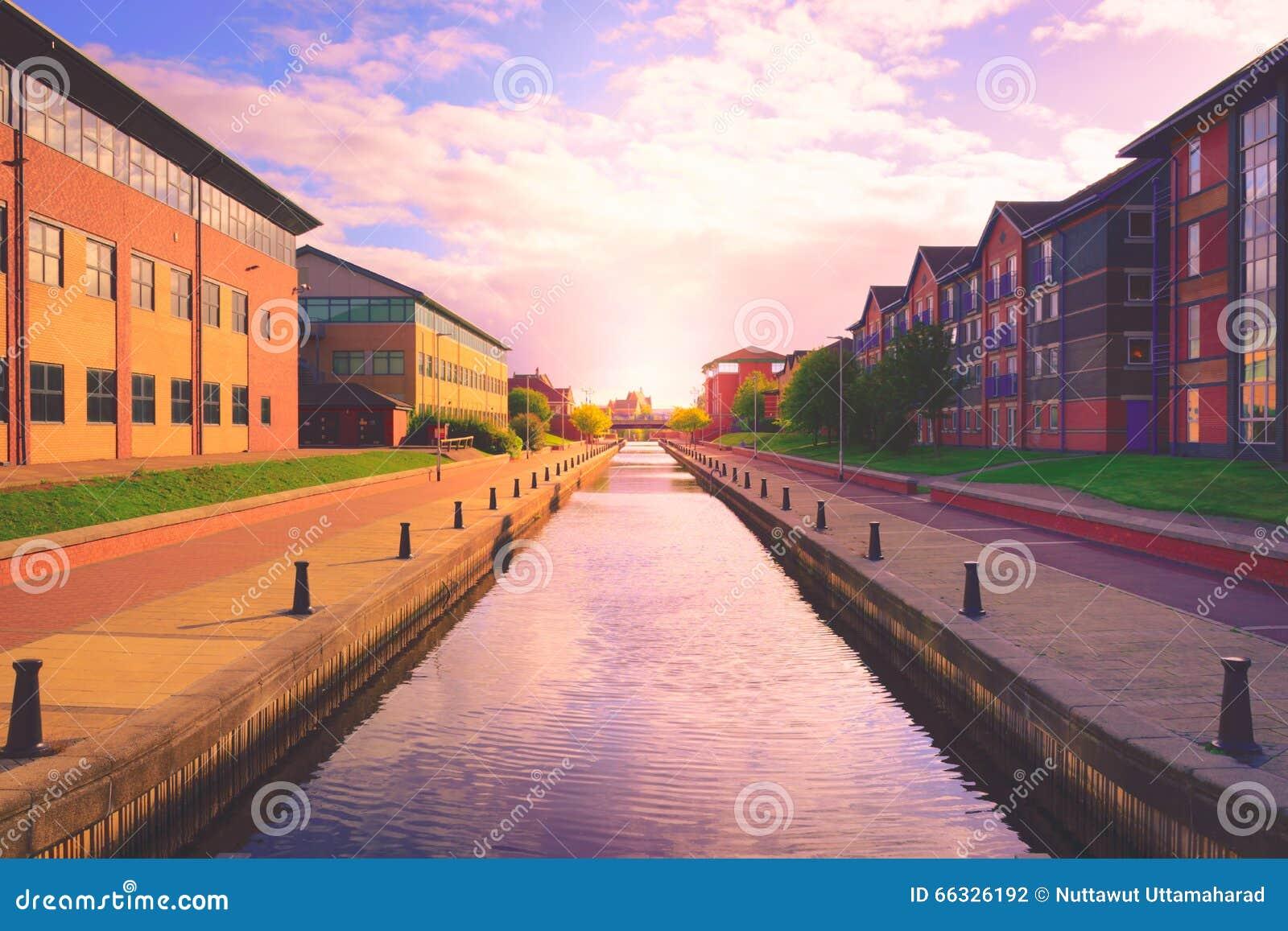 Canal dans Stockton sur des pièces en t, North Yorkshire