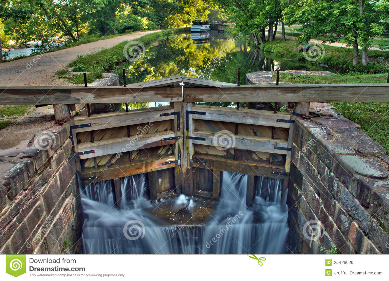 Canal Lock On Historic C&O Canal Waterway Stock Photo - Image ...