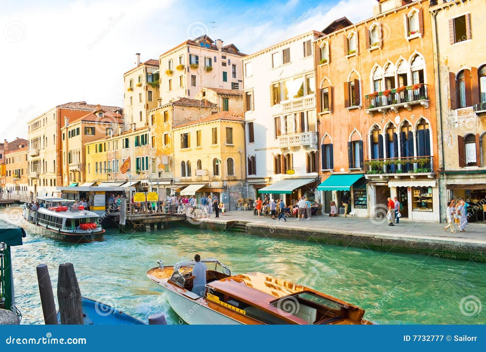 Canal magnífico en Venecia