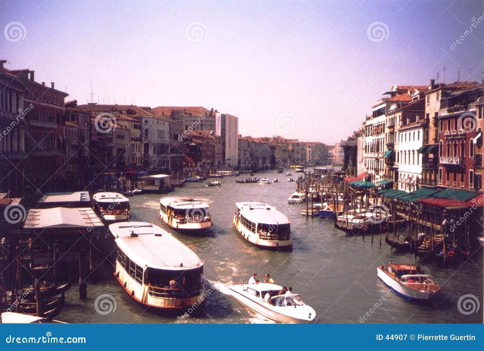 Download Canal Magnífico - Venecia Italia Imagen de archivo - Imagen de gondola, turismo: 44907