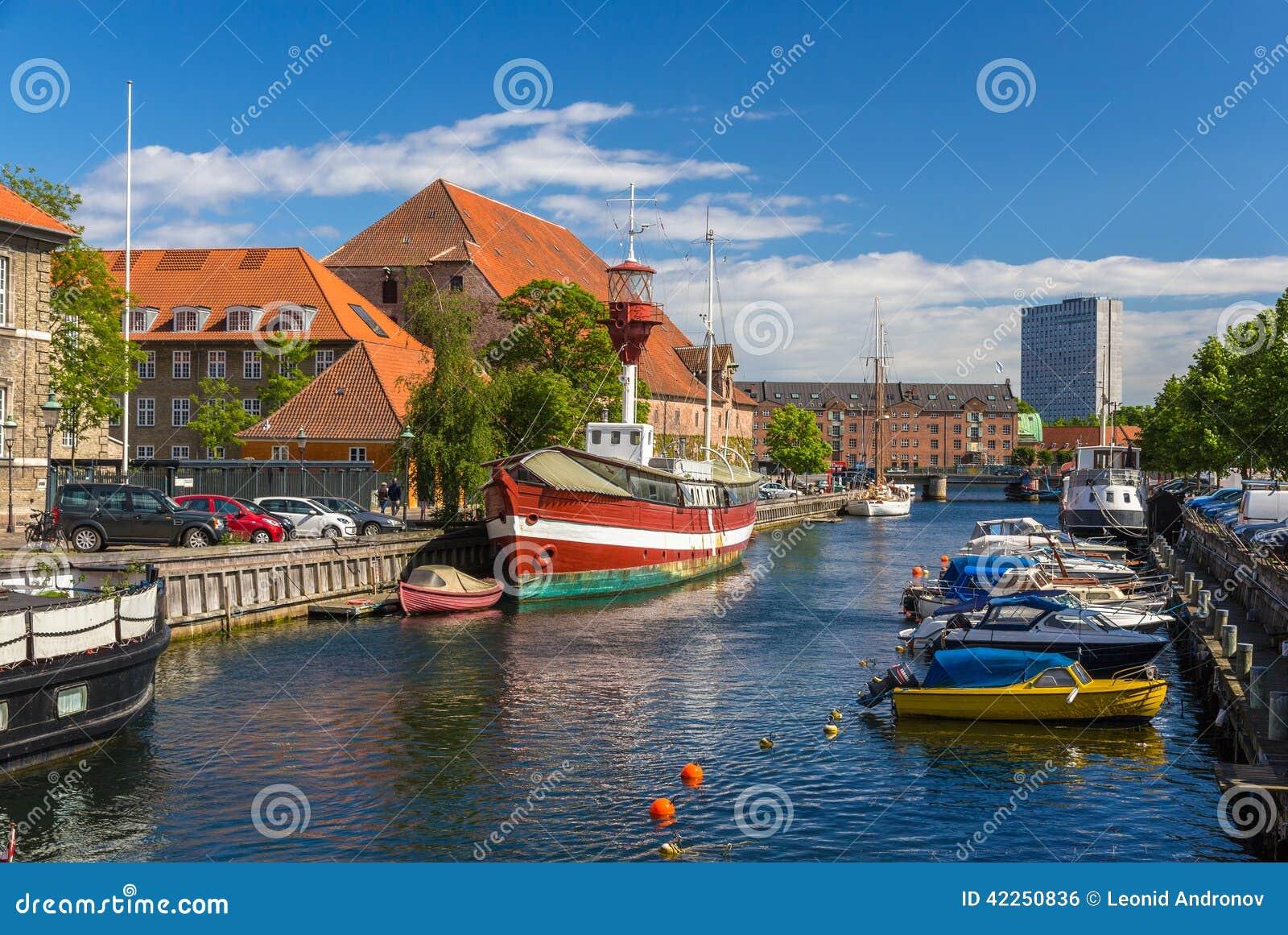 Canal no centro da cidade de Copenhaga, Dinamarca