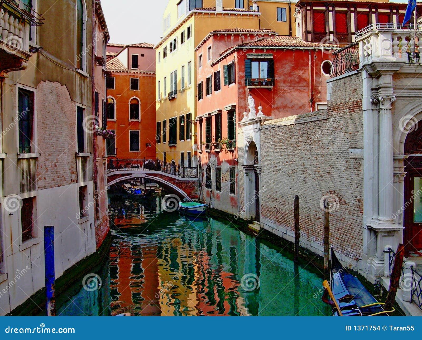 Canale hermoso de Venecia