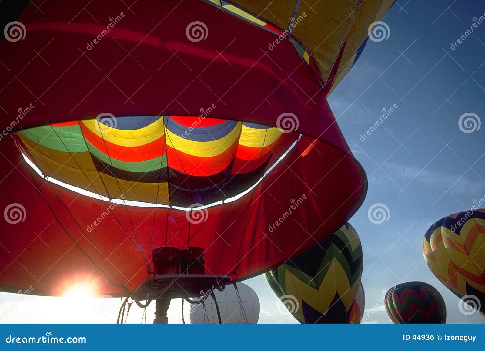 Download Canalización Vertical De La Madrugada Foto de archivo - Imagen de barnstorming, globos: 44936