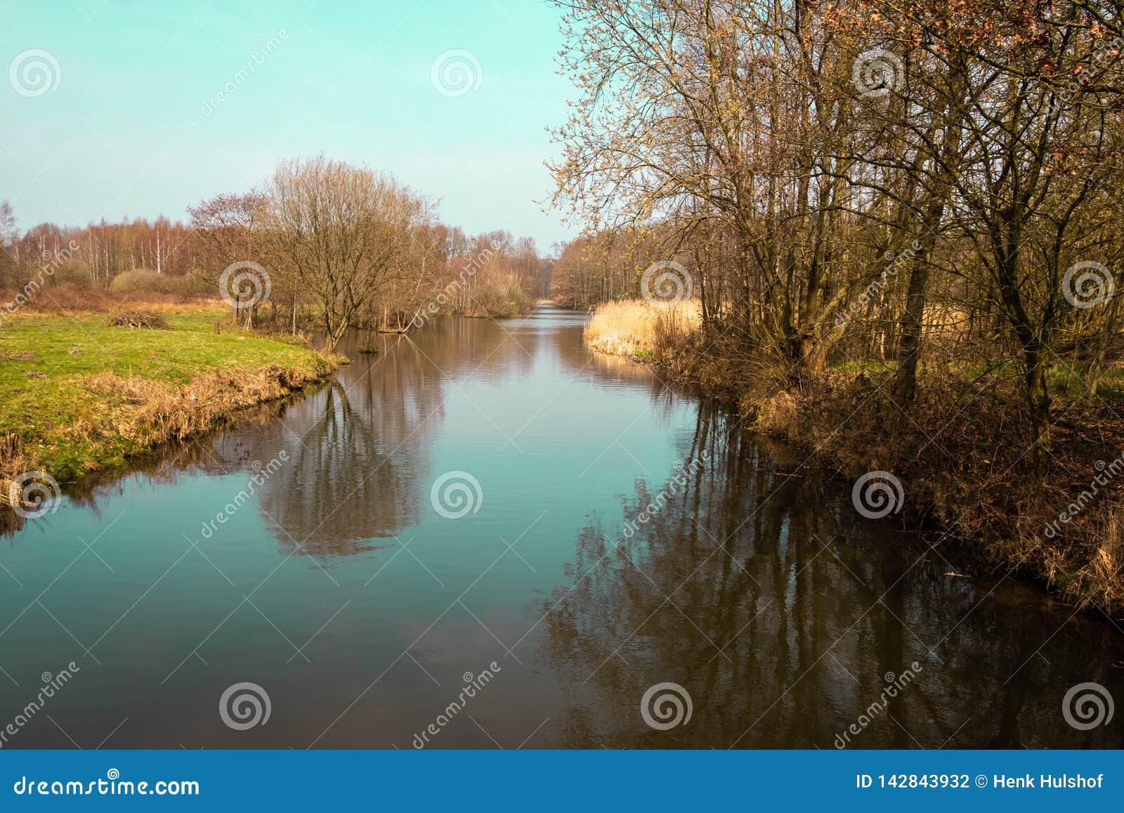 Canalize o Zandwetering Hengforden próximo