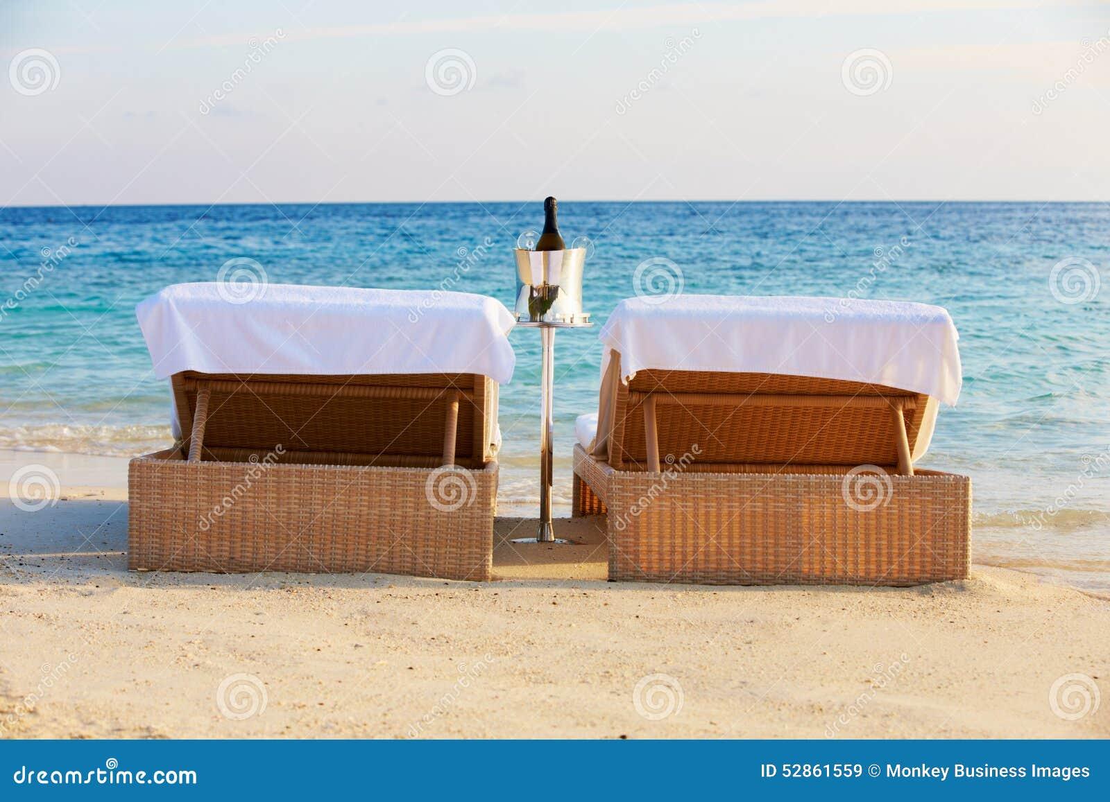 canape bord de mer simple canap dans sjour t with canape bord de mer bout de canap bord de mer. Black Bedroom Furniture Sets. Home Design Ideas