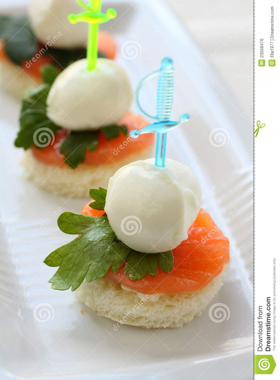 Canape de fromage de mozzarella photo stock image 23558470 for Mozzarella canape