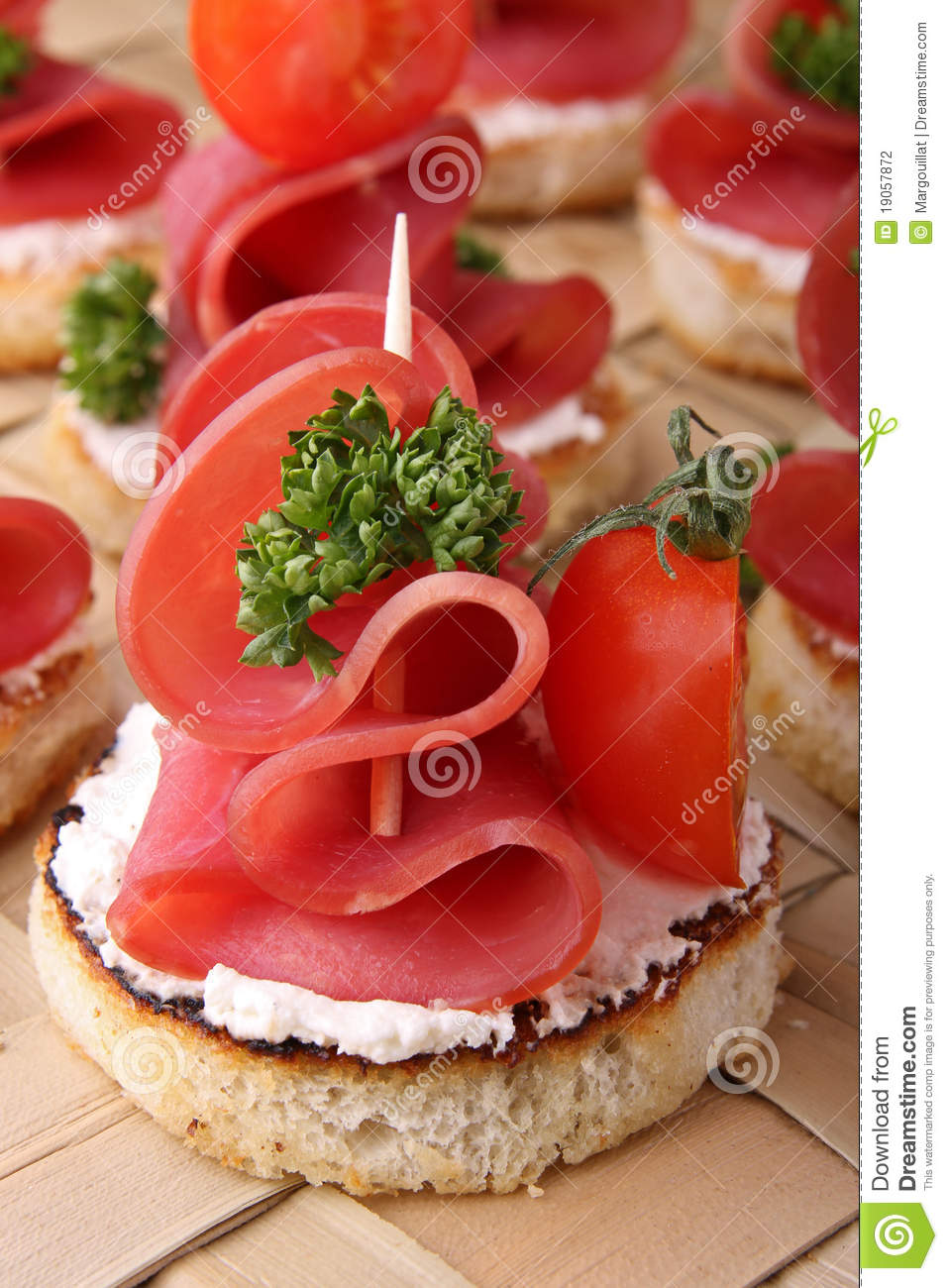 Canapes buffet food stock photography image 19057872 for Canape buffle