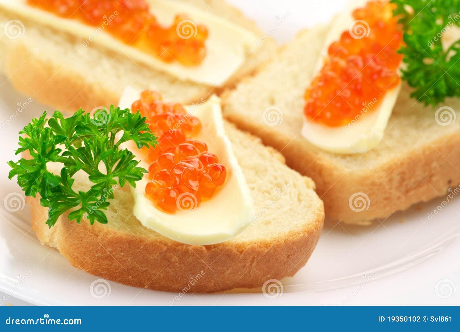 Canapes com caviar salmon