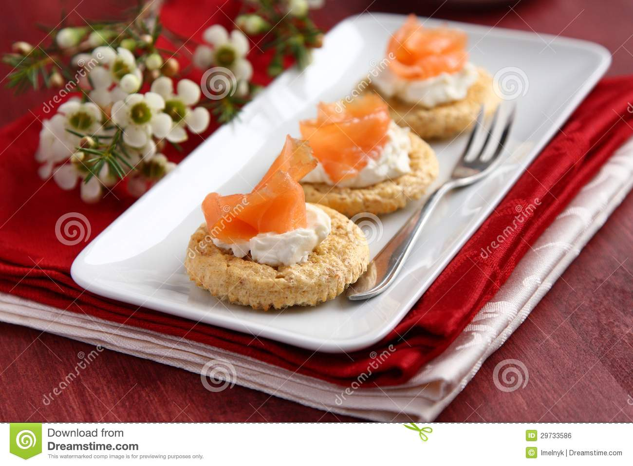Canapes with oat bran cookies smoked salmon and cream for Smoked salmon cream cheese canape