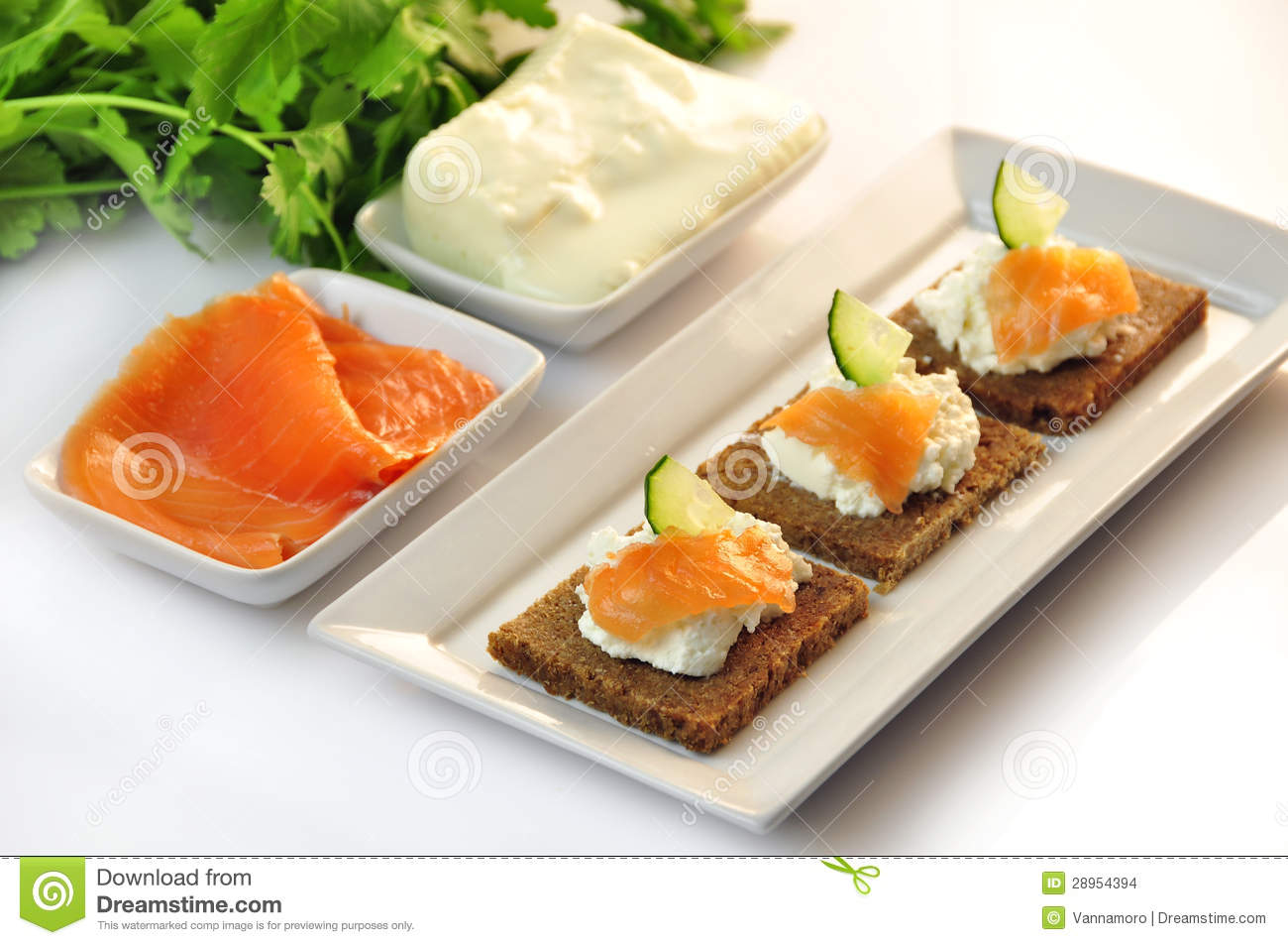 Canapes rye bread with ricotta cheese and smoked salmon for Canape with cheese