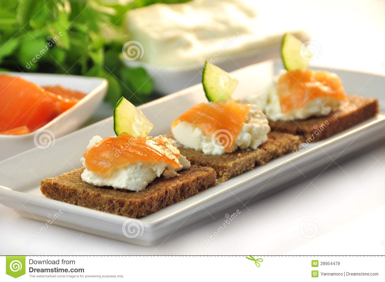 Canapes rye bread with ricotta cheese and smoked salmon for Smoked salmon cream cheese canape