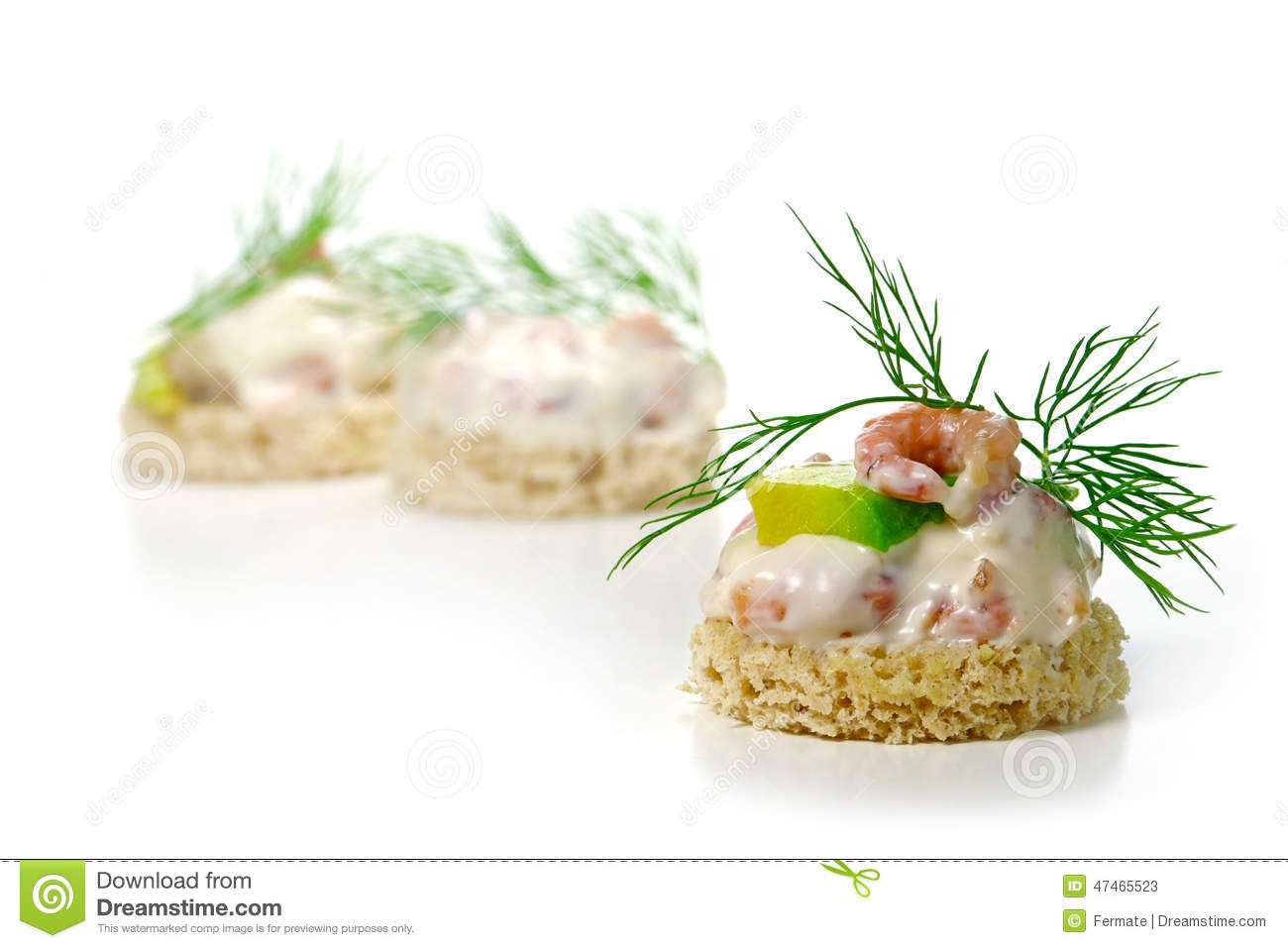 Canapes with shrimp cocktail avocado and dill garnish for Canape garnishes