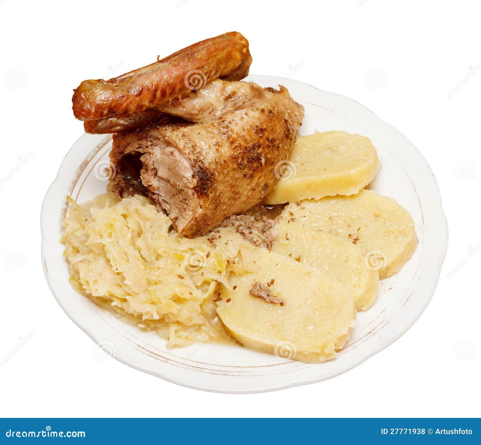 Canard rôti avec le chou et les boulettes
