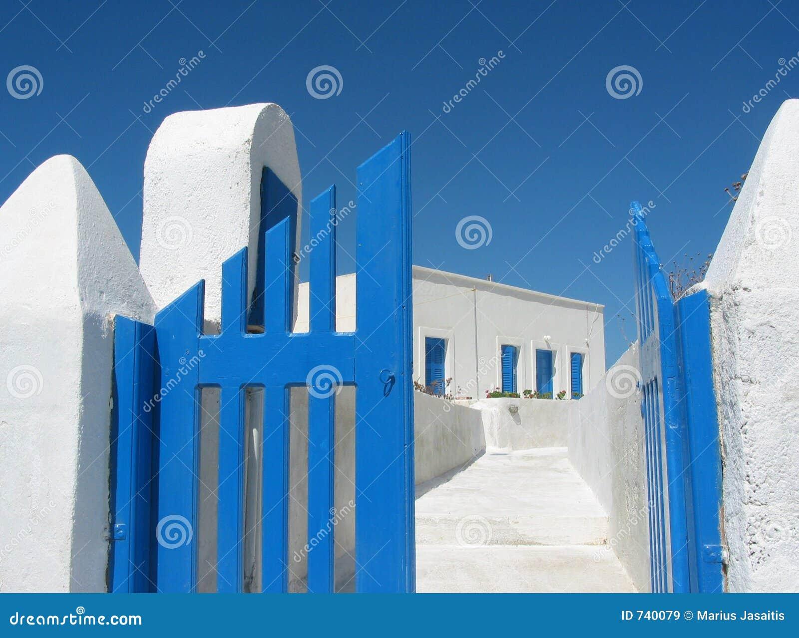 Cancelli della casa di santorini immagine stock immagine for Porte della casa di tronchi