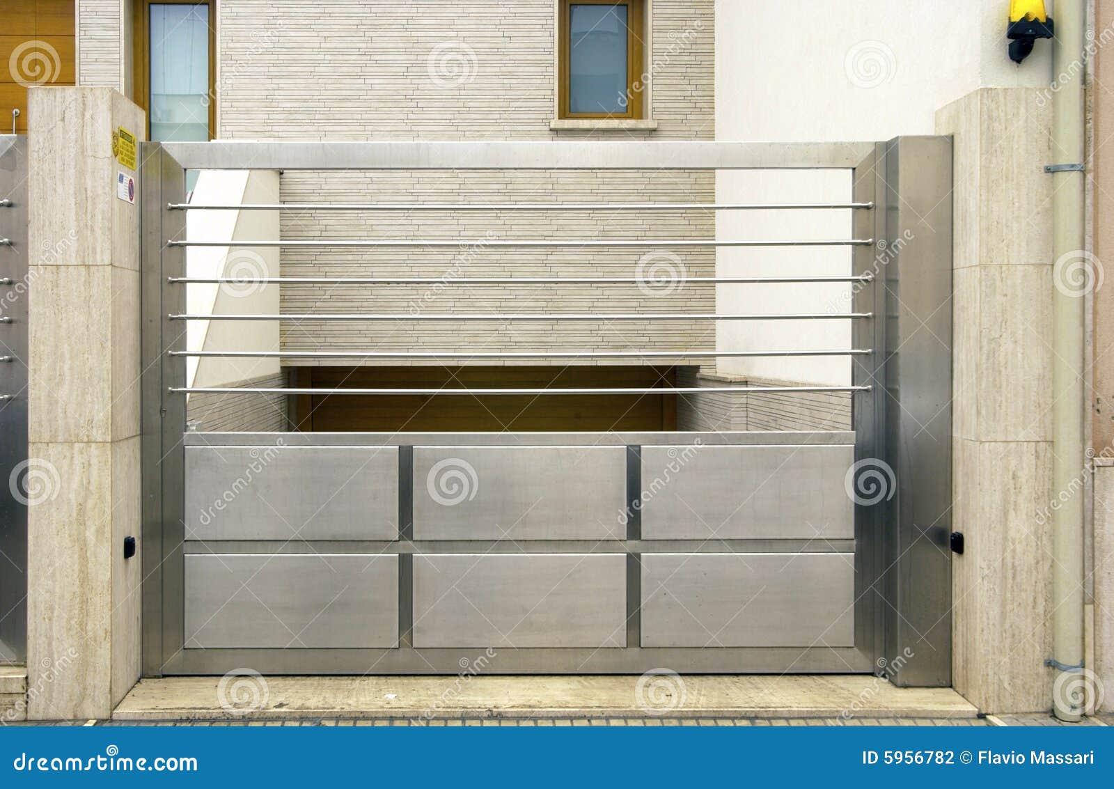 Cancello Esterno Moderno : Cancello dellacciaio inossidabile fotografia stock immagine di