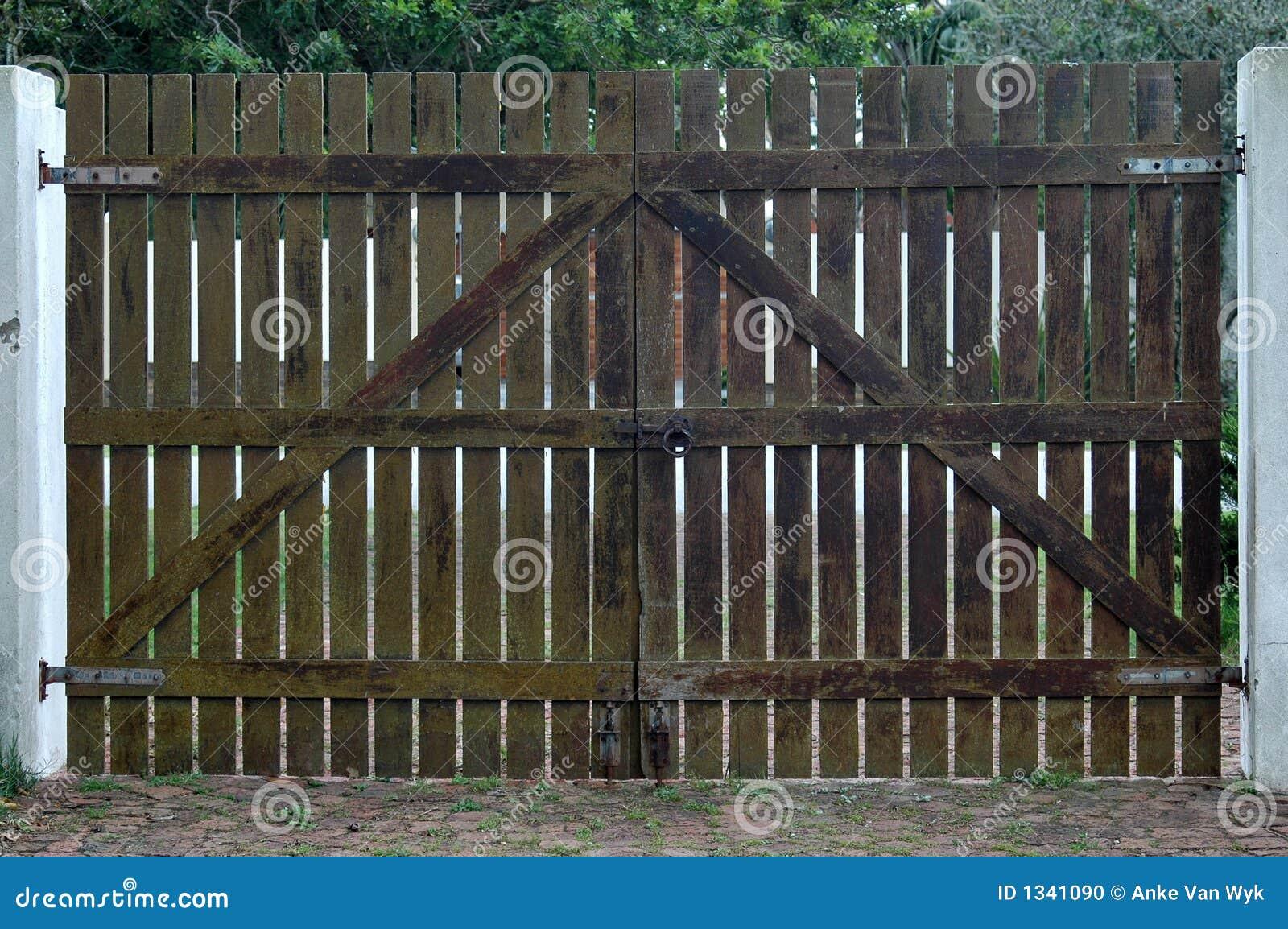Cancello Di Legno Fotografia Stock - Immagine: 1341090