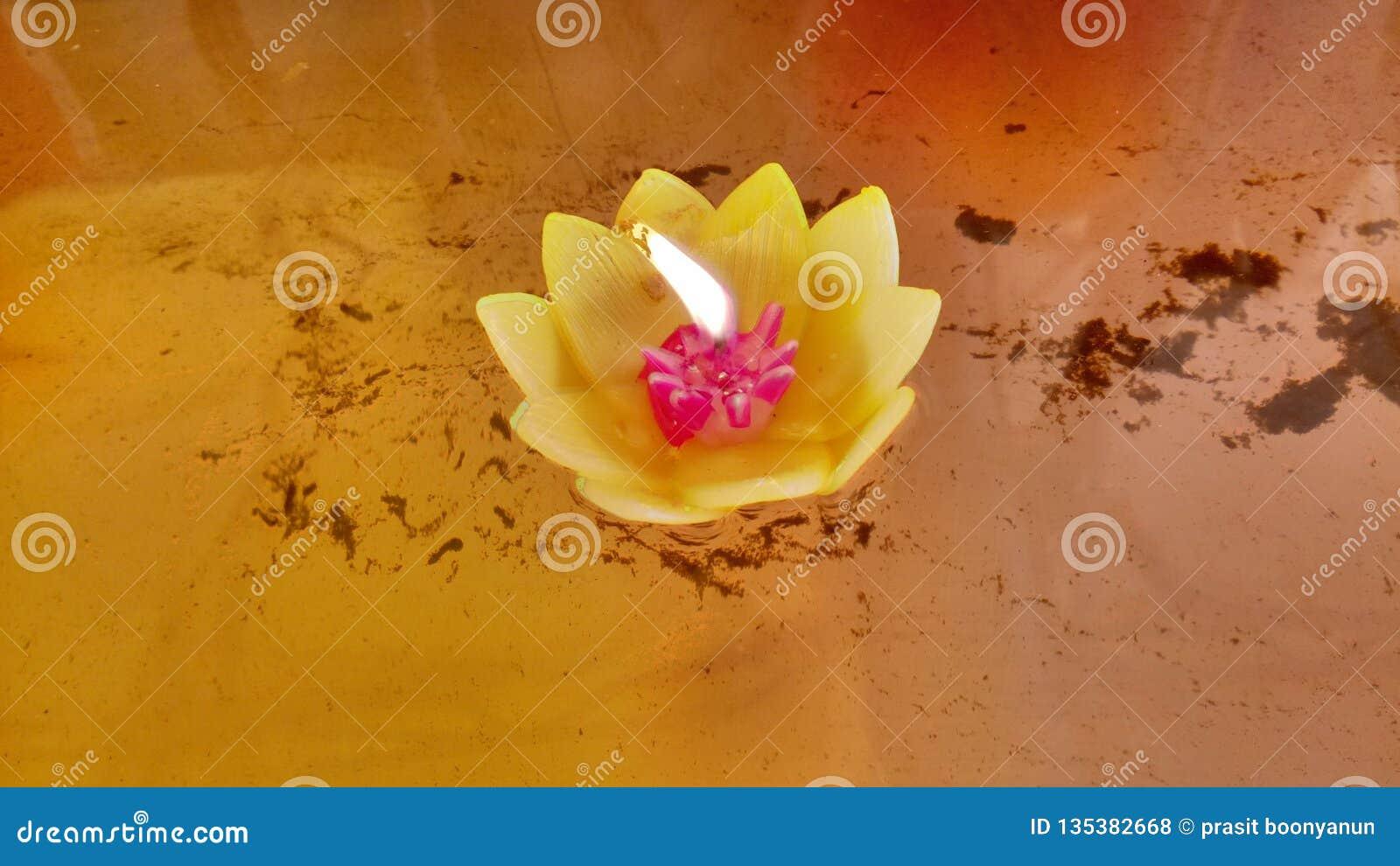 Candel w świątyni