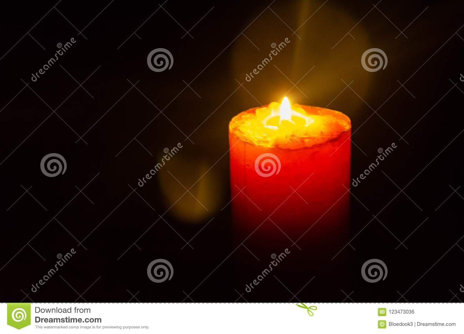 Candela che emette luce durante l interruzione elettrica