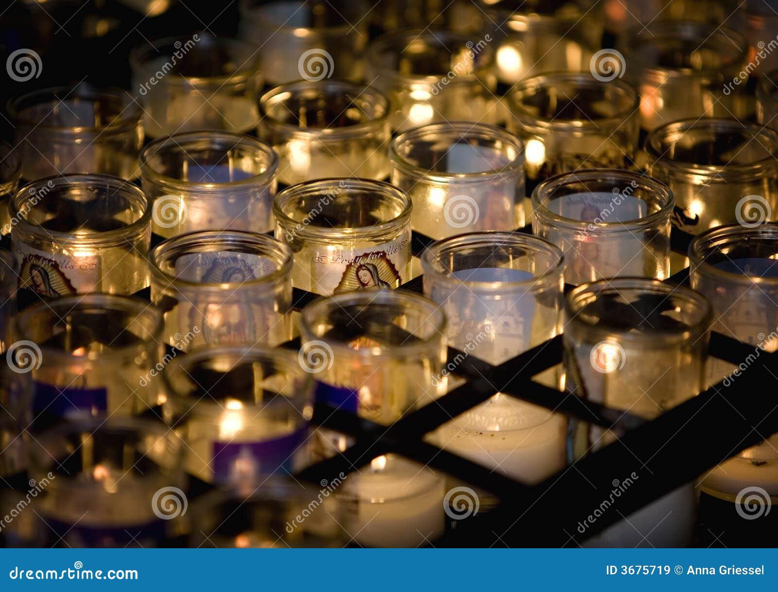 Download Candela Di Virgen Mary Con Altre Immagine Stock - Immagine di preghi, catholicism: 3675719