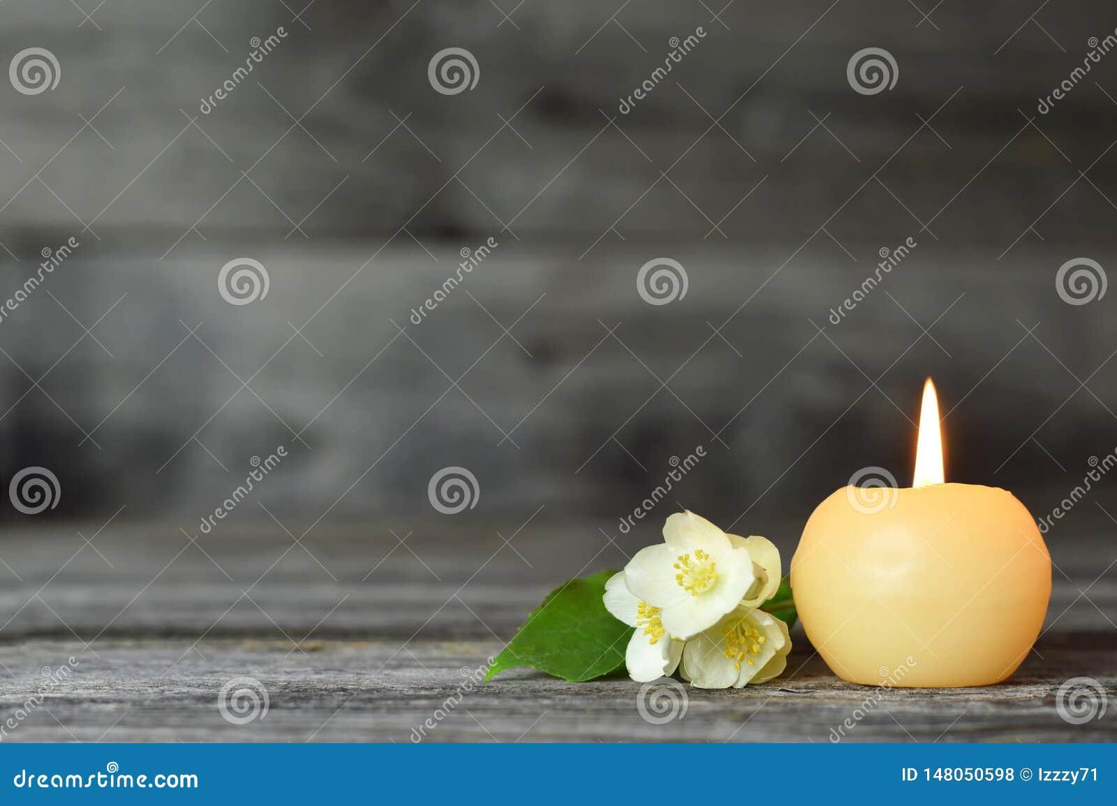 Candela e fiore Carta di condoglianza