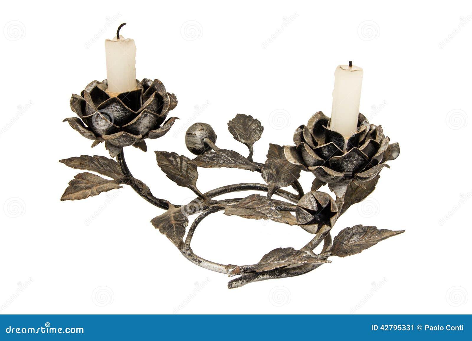 Candelabros com as velas isoladas no branco