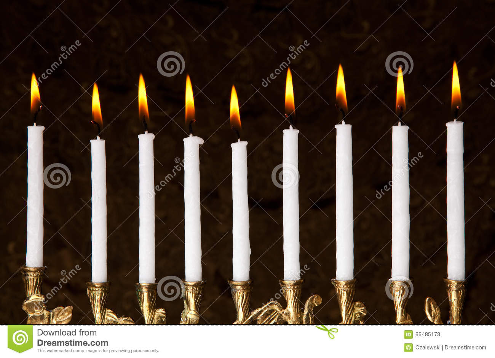 Candele brucianti del menorah di Chanukah