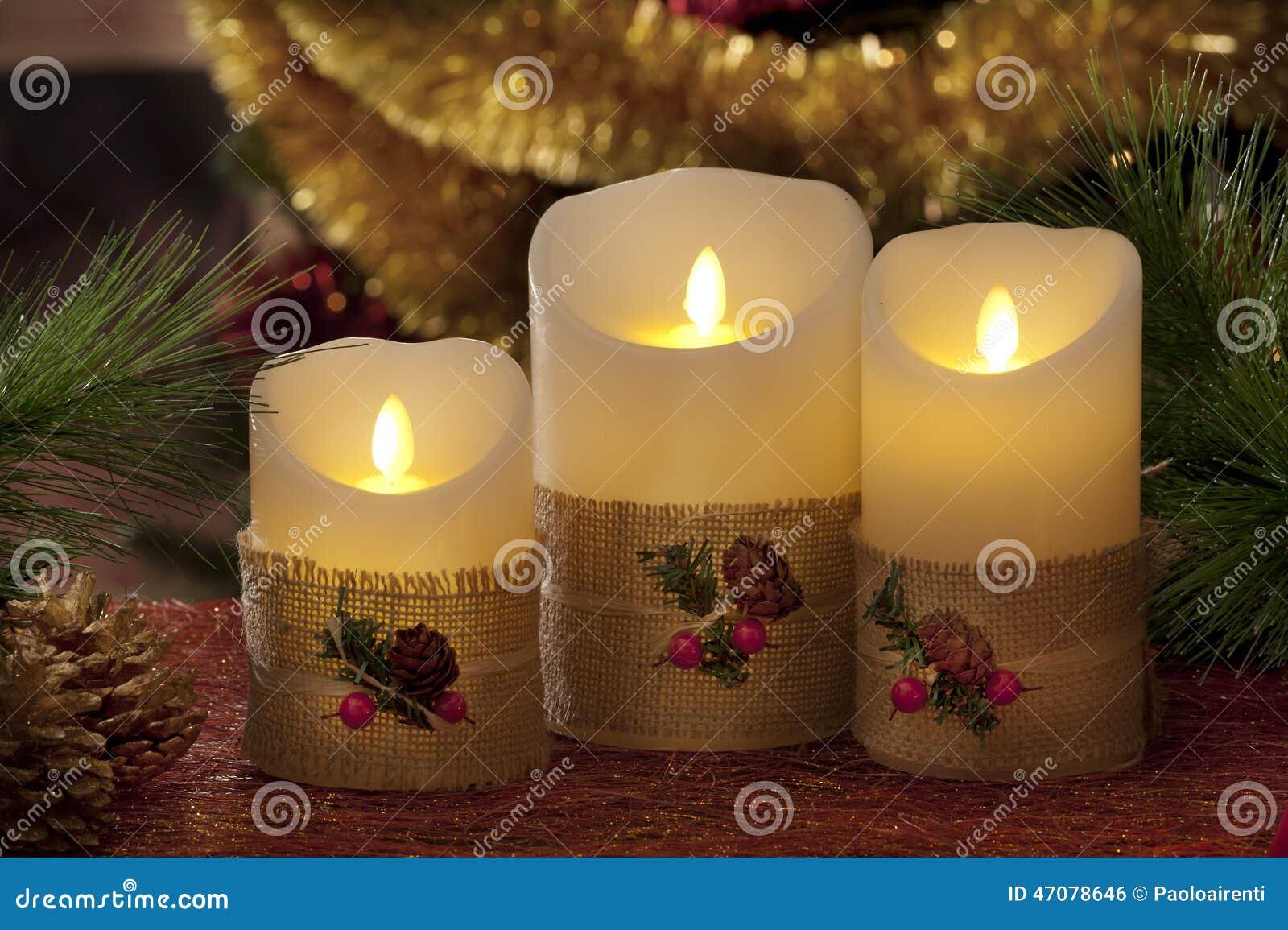 Decorare Candele Natale : Candele elettriche con le decorazioni di natale alla luce