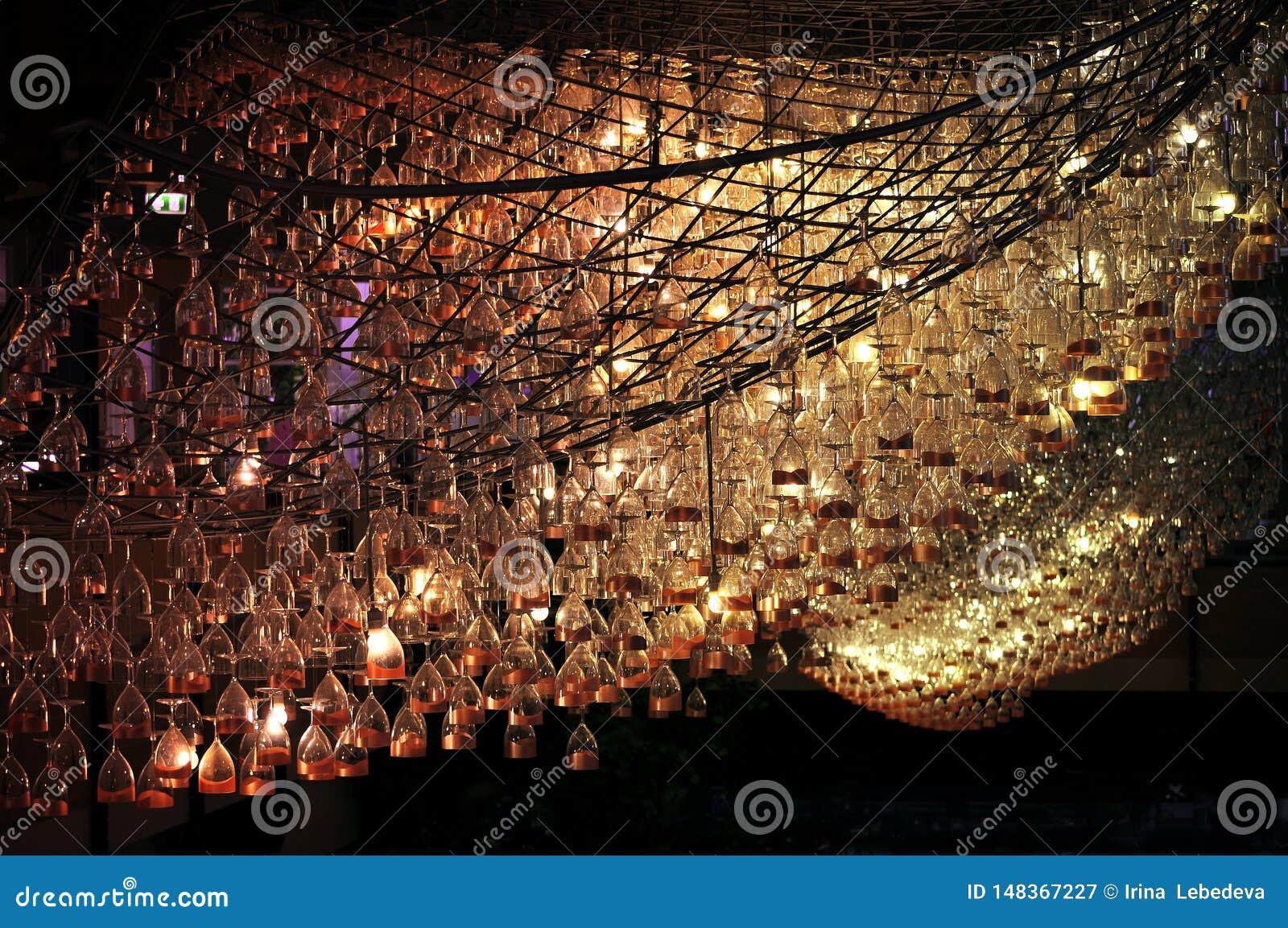 Candeliere creativo insolito dai vetri