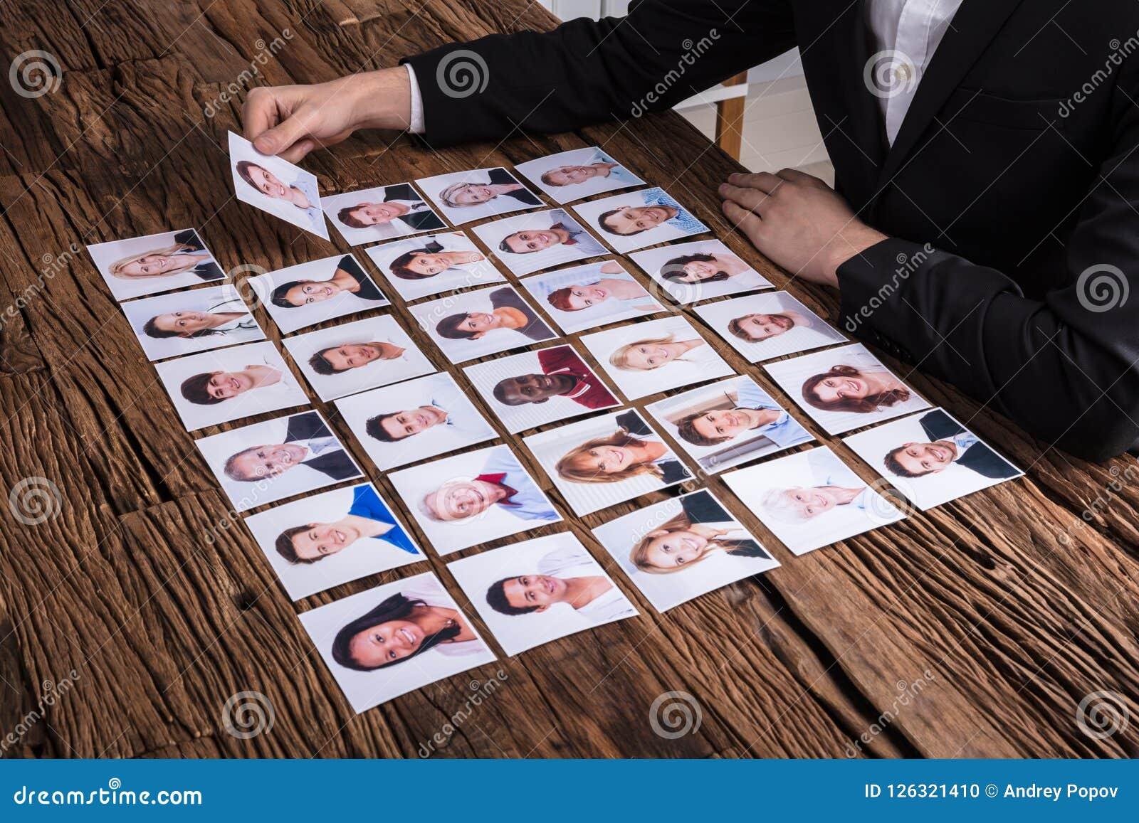 Candidato de Choosing Photograph Of del empresario