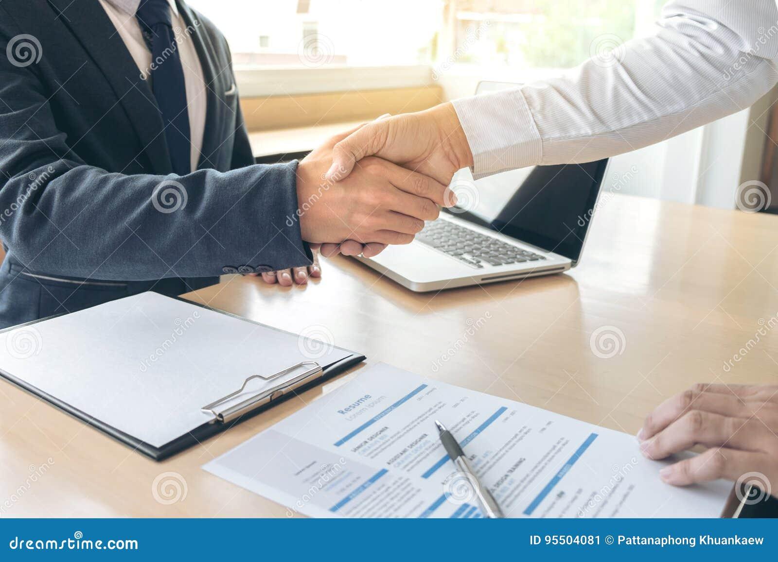 Candidato de trabalho que tem a entrevista, boa vinda para team executivos