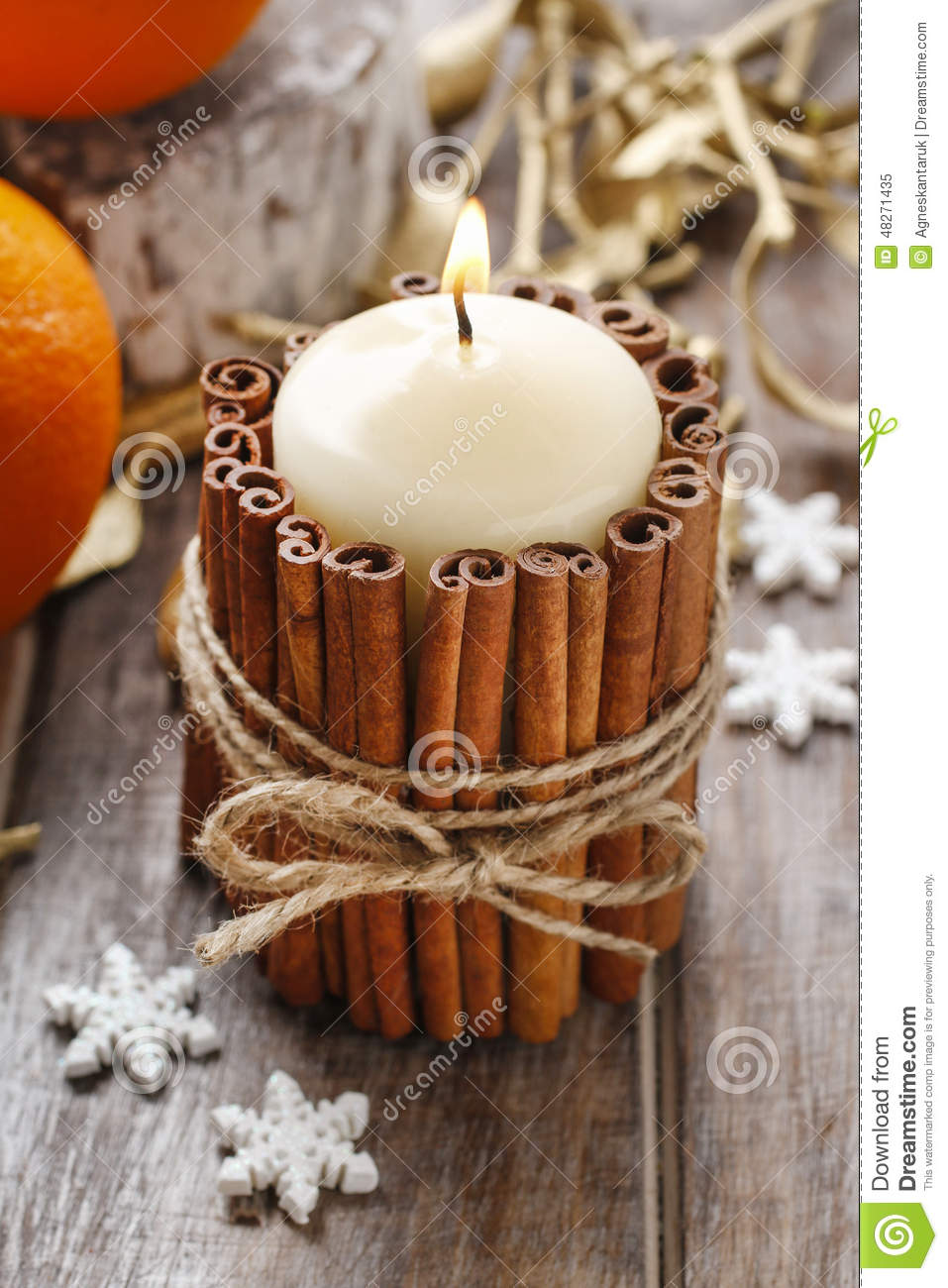 Candle decorated with cinnamon sticks christmas for Decoration sticks