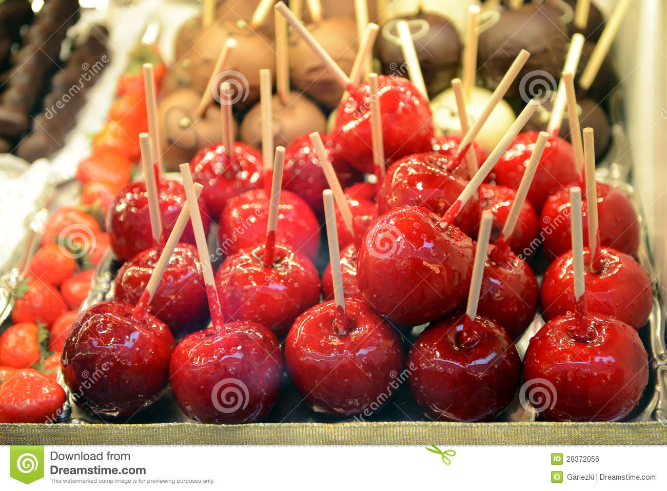 download candy apples at christmas market stock photo image of decorations foodstuff 28372056 - Christmas Candy Apples