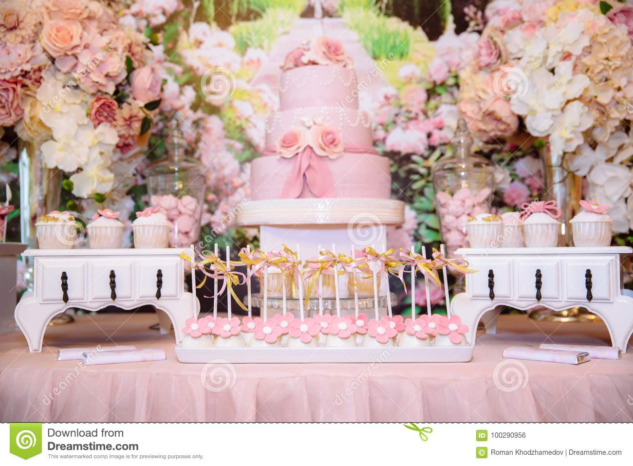 candy bar and wedding cake table with sweets buffet with cupcakes rh dreamstime com candy bar table set up candy bar table ronde