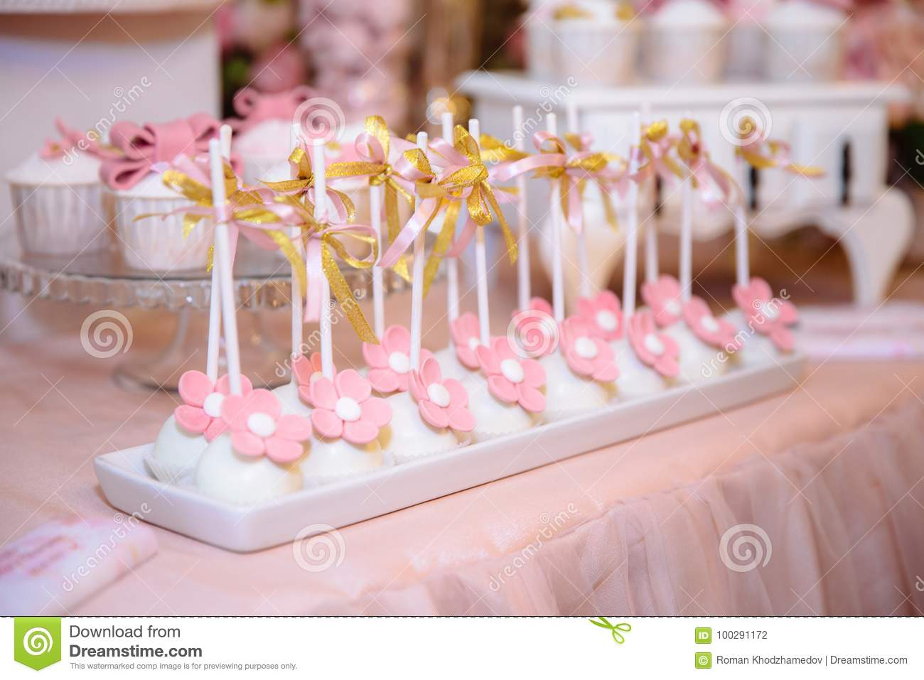 Candy Bar And Wedding Cake. Table With Sweets, Buffet With Cupcakes ...