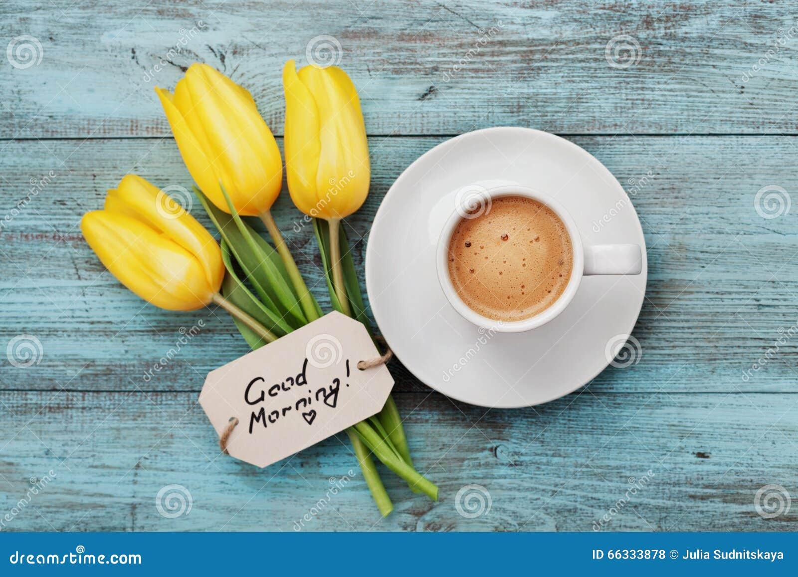 Caneca De Café Com Bom Dia Amarelo Das Flores E Das Notas Da Tulipa