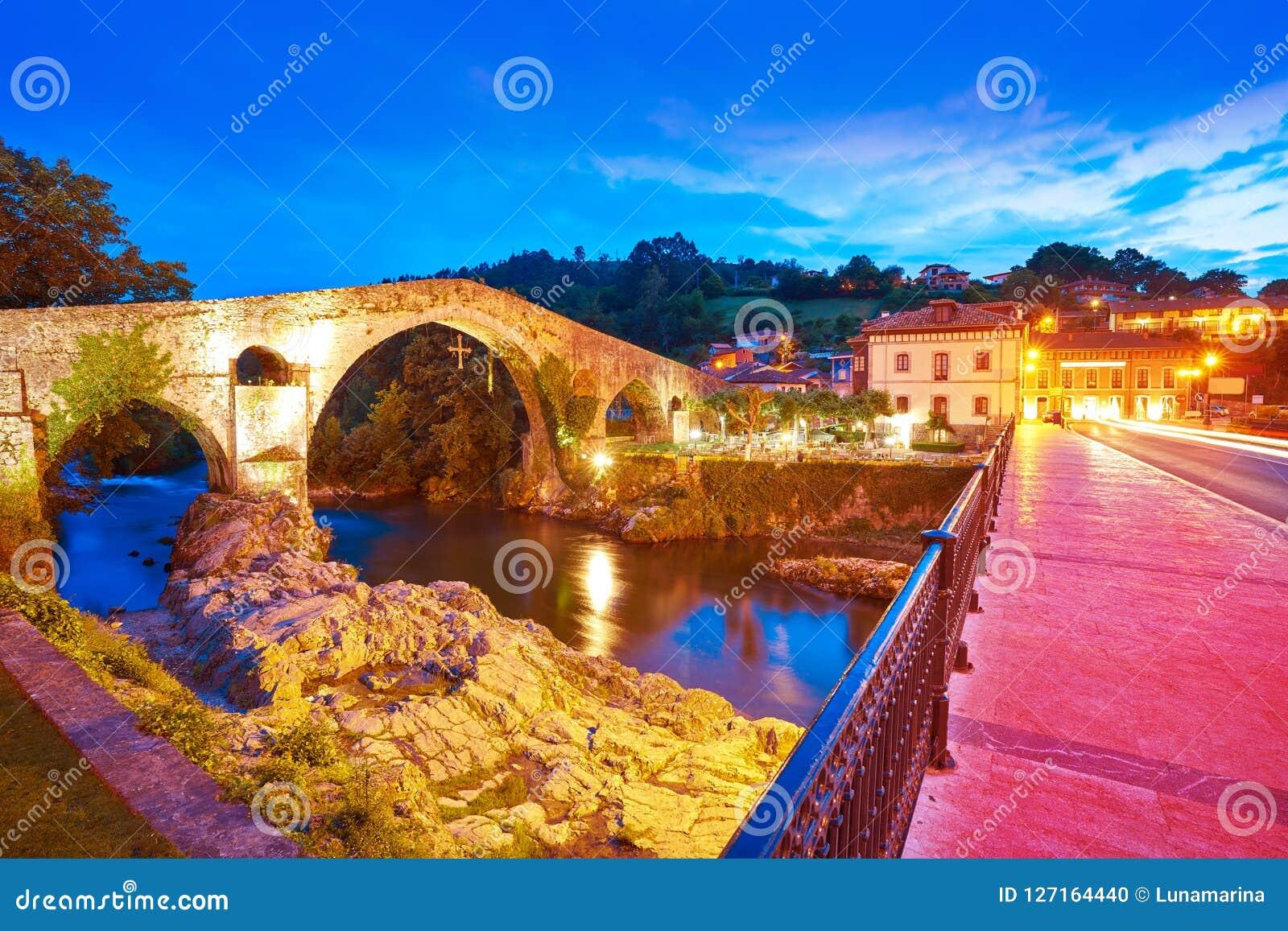 Cangas De Onis rzymski most w Asturias Hiszpania