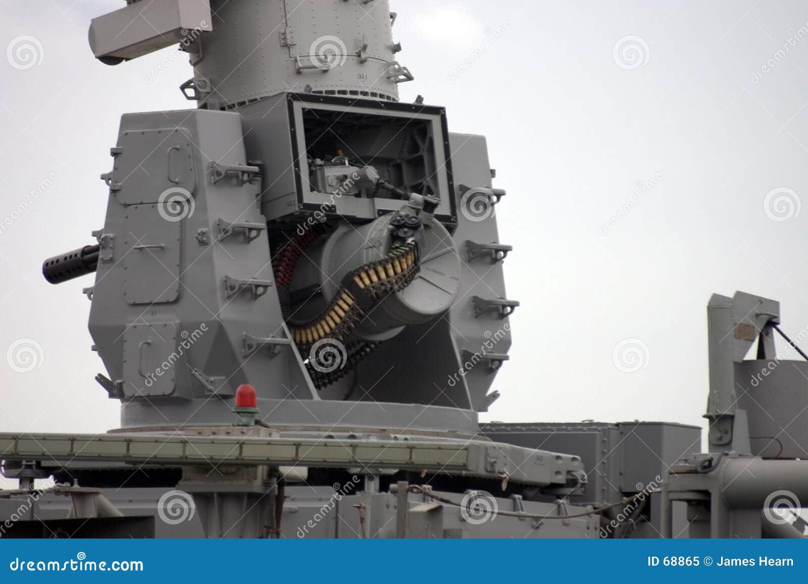 Canhão montado navio.