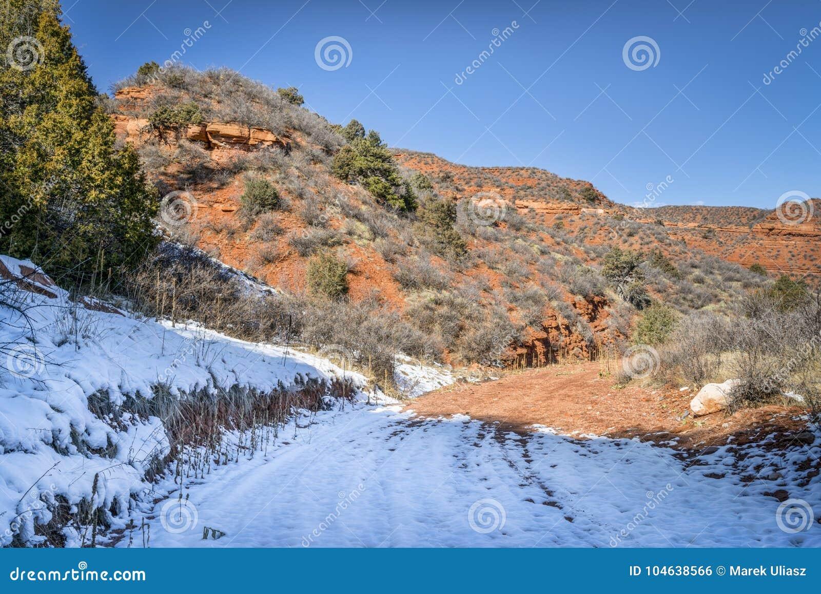 Download Canionsleep In De Winterlandschap Stock Foto - Afbeelding bestaande uit bergen, sleep: 104638566