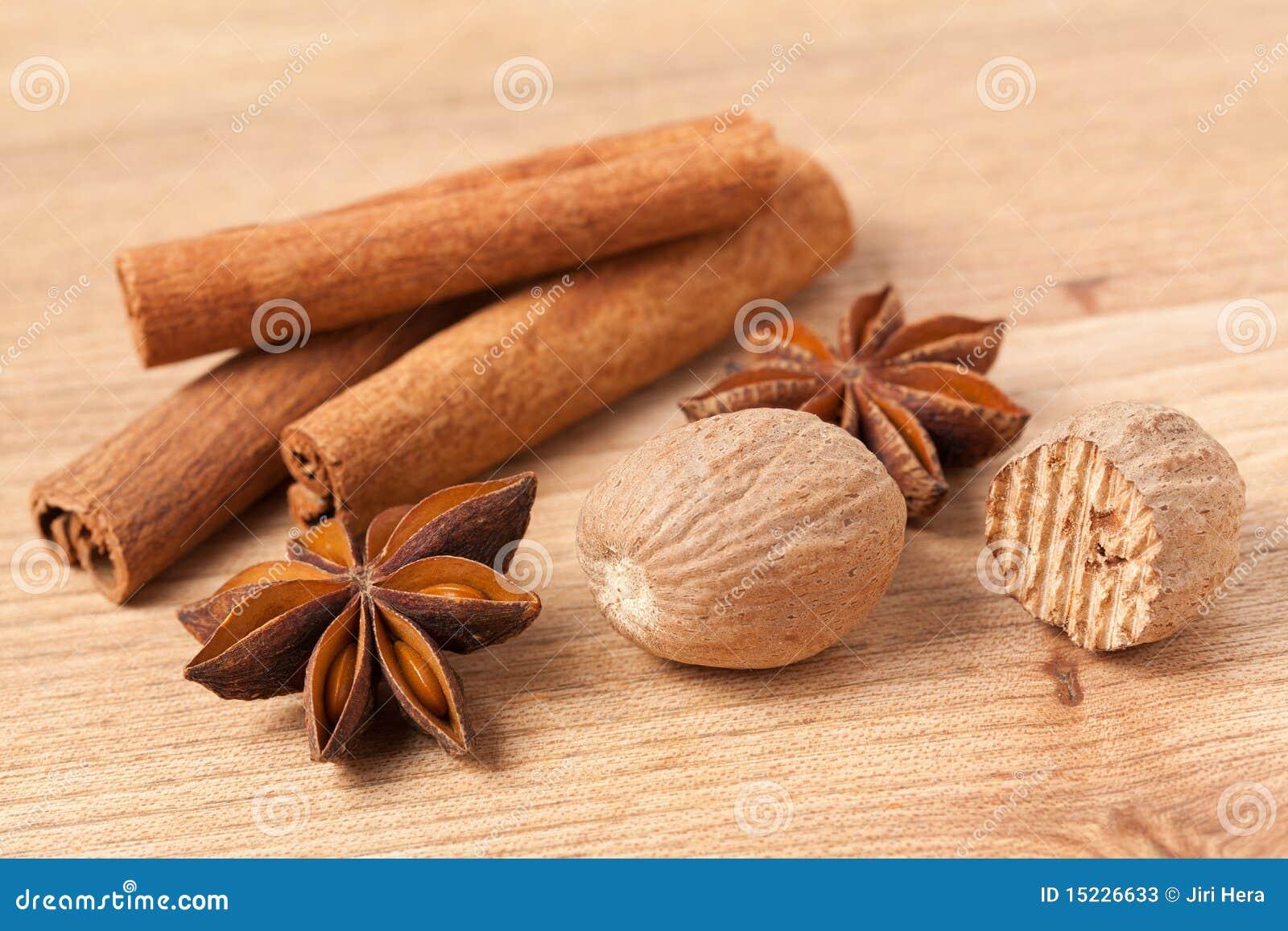 Cannelle anis et noix de muscade image stock image for Noix de muscade cuisine