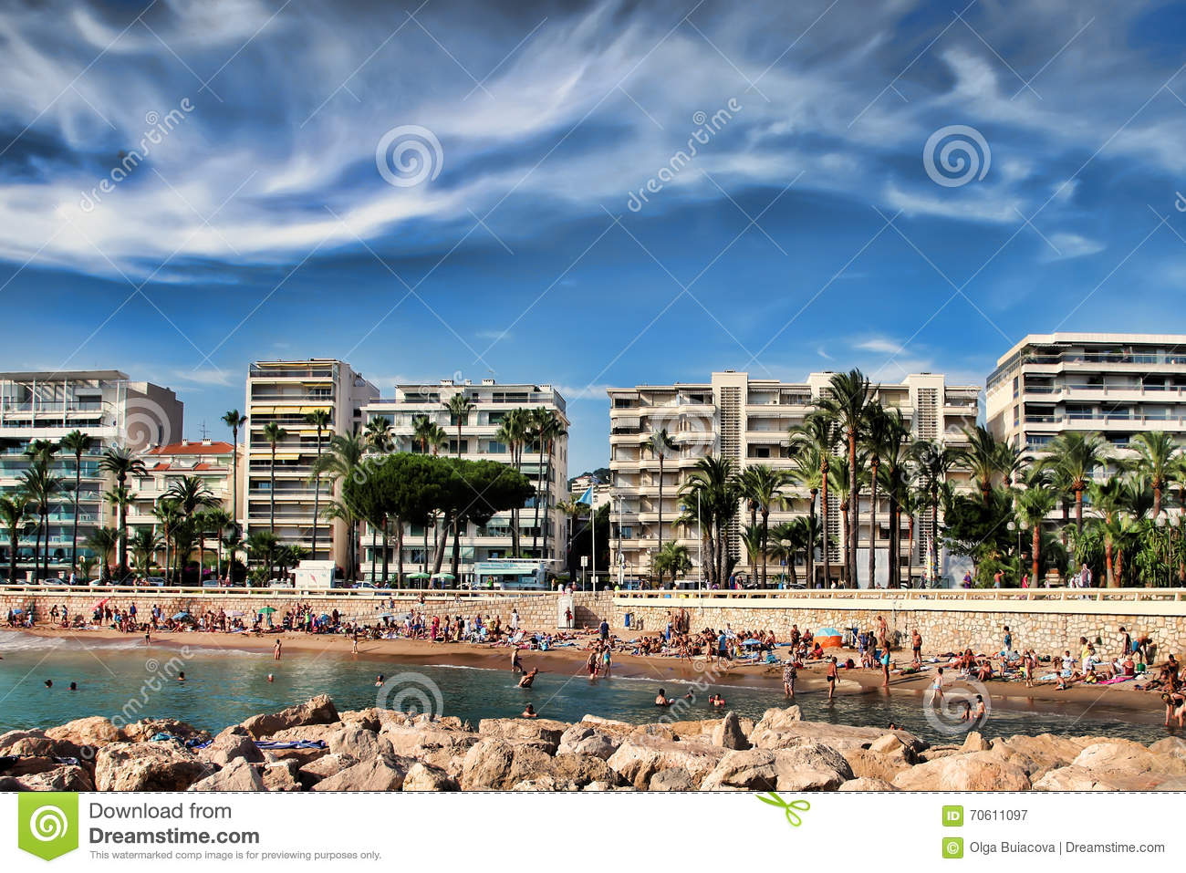 cannes frankreich 5 juli 2015 der strand in cannes cannes orte redaktionelles. Black Bedroom Furniture Sets. Home Design Ideas
