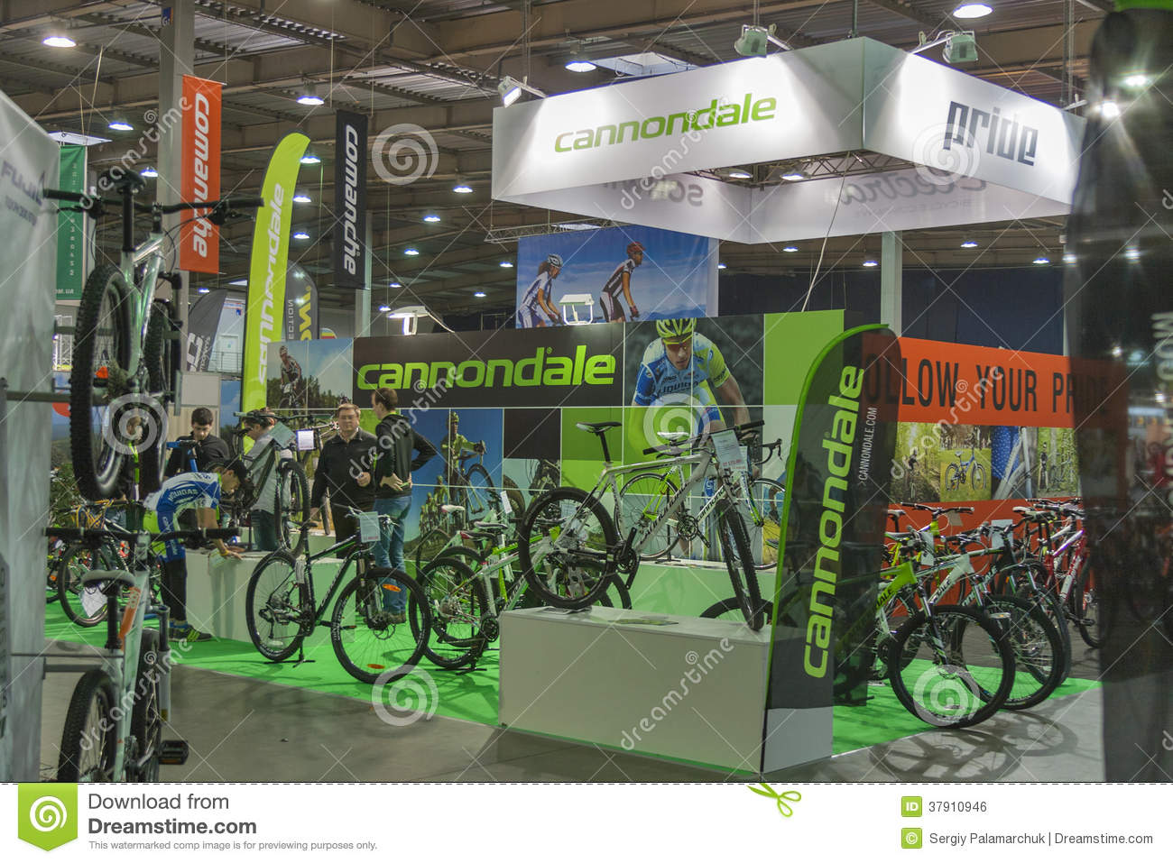 Trade Show Booth Visitors : Cannondale booth at bike trade show editorial photo